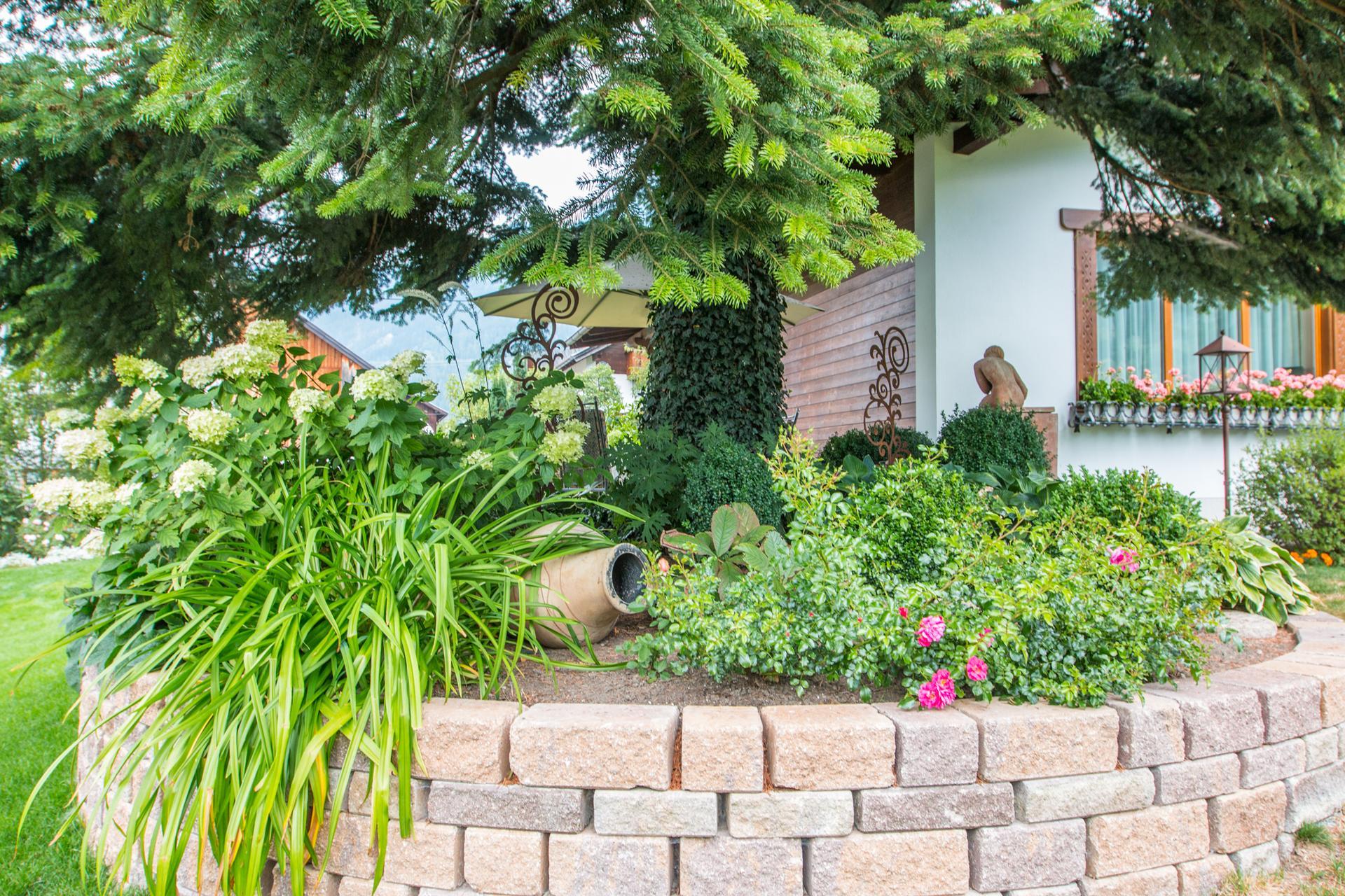 Lebe deinen garten gartenerlebnis lutz in prutz for Gartengestaltung tirol